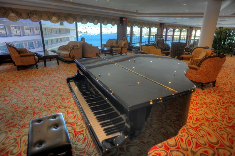 harbour-view-lounge-and-view