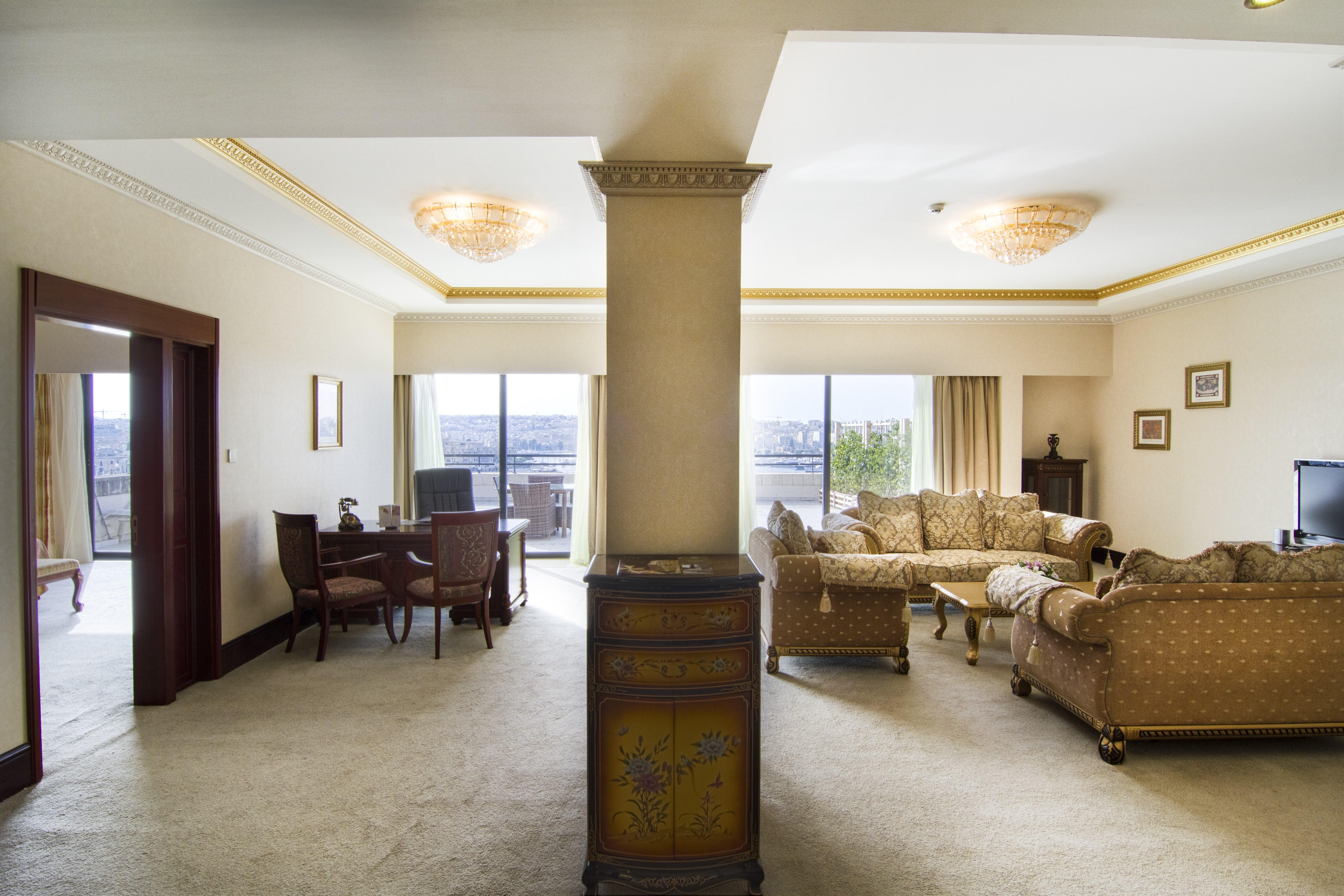 presidential-suite-living-area
