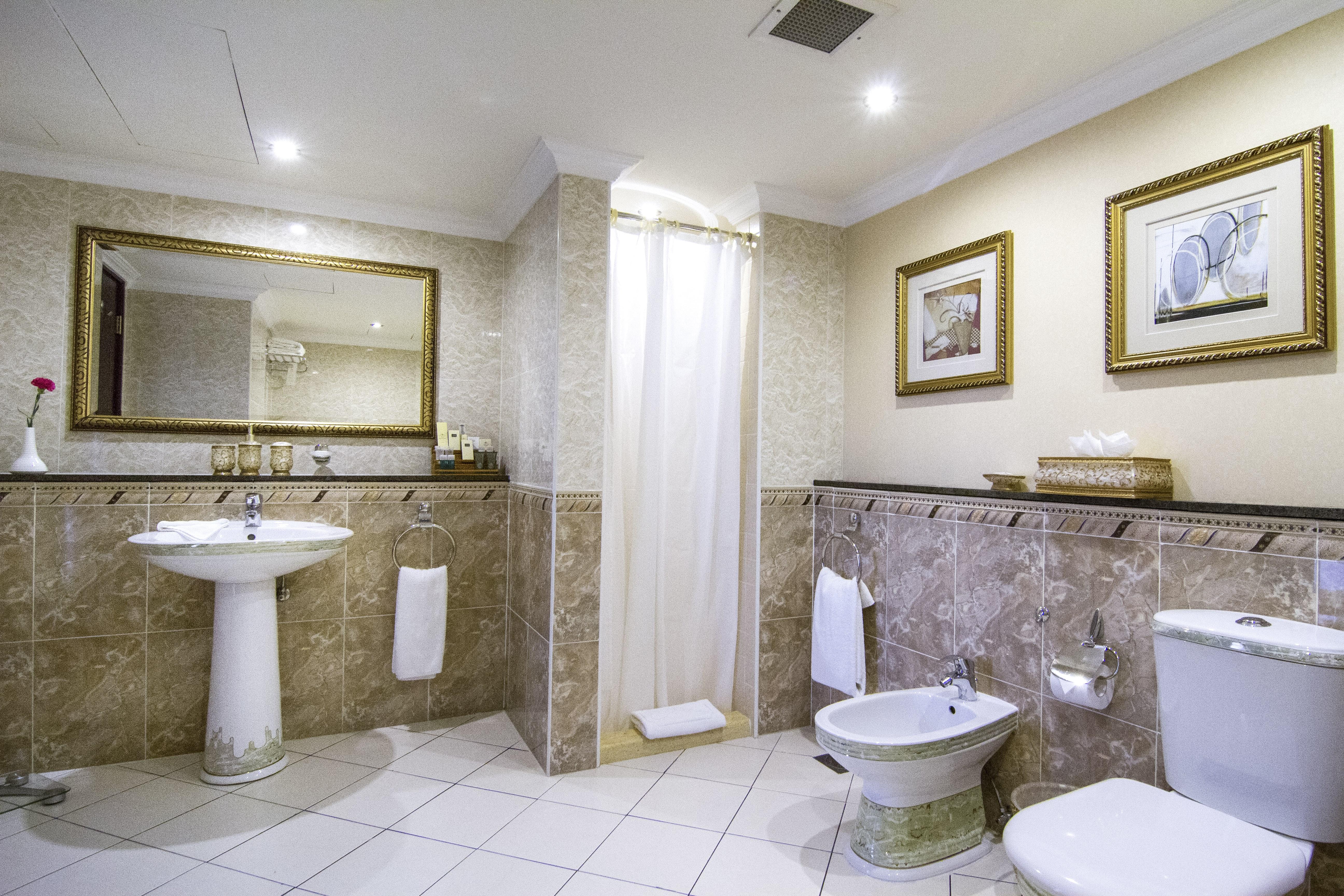 royal-suite-bathroom