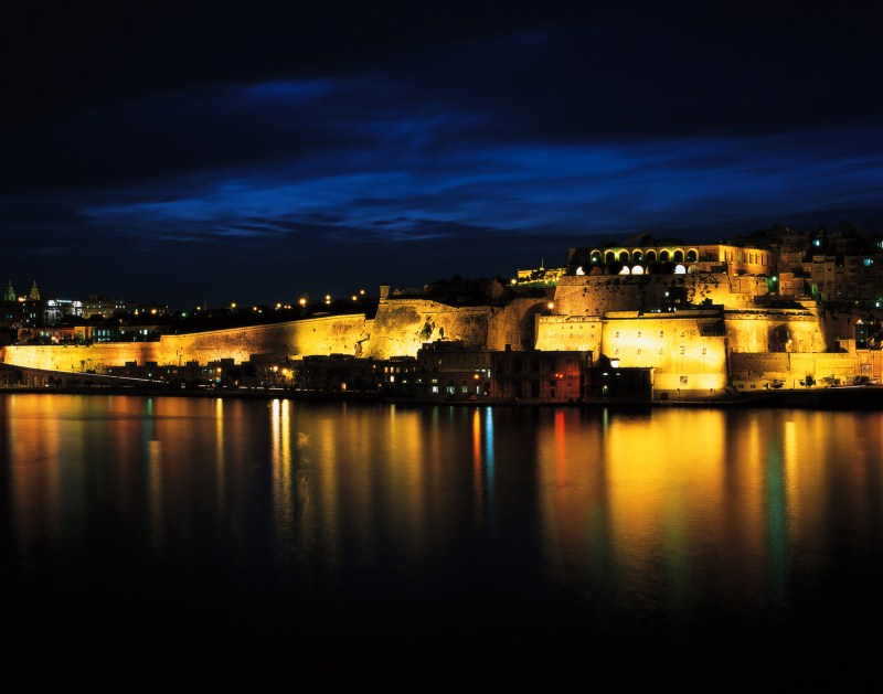valletta-bastions-by-night