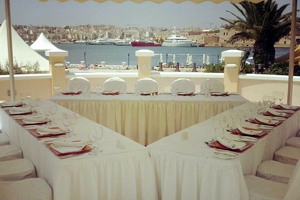 bastion-terrace-sit-down-wedding