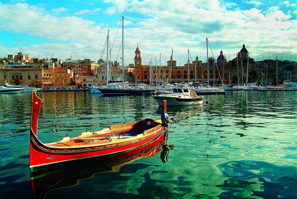Dghajsa_in_Vittoriosa_Marina